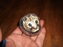 UNUSUAL SMALL HEAVY HANDPAINTED STONE PEBBLE PAPERWEIGHT RABBIT SIGNED